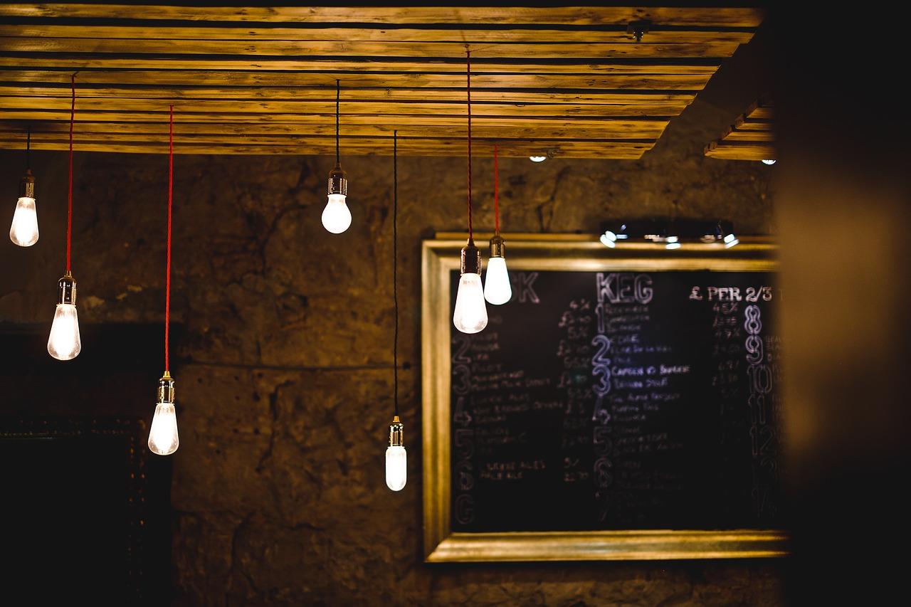 Stylowe żarówki - dekoracja wnętrza światłem.