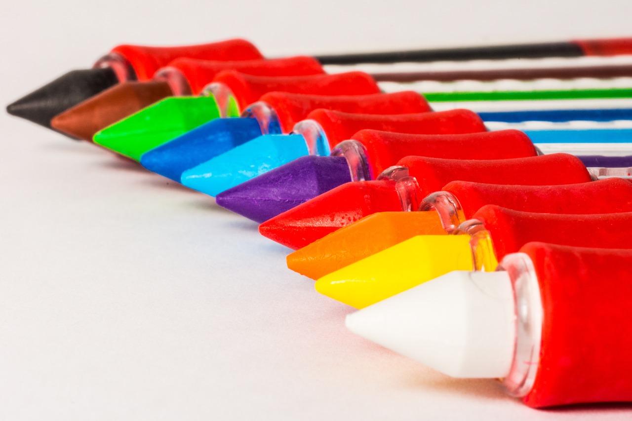 Kredki świecowe - idealny pomysł na wykonanie dekoracji dla wnętrza.