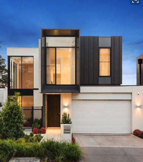 Design w nowoczesnym projekcie wnętrza domu z oknami PCV.